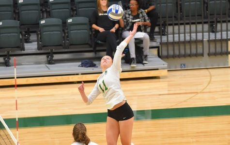 Volleyball Sweeps Stonehill, Wins 3-1 at Bentley