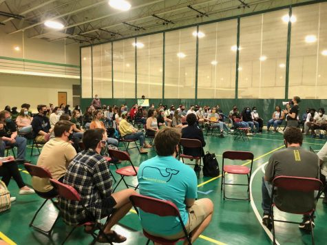 Students attend a forum with administration on 3/23 [Photo by Olivia Poust]